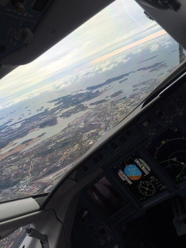 Хельсинки из кабины пилотов.
