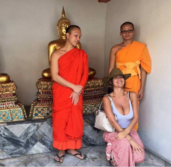 Годы медитации и просветления и вдруг... Сиськи, Буддисты, Сансара, Нирвана