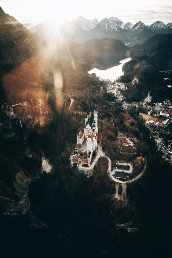 Замок Нойшванштайн (нем. Neuschwanstein) с необычного ракурса