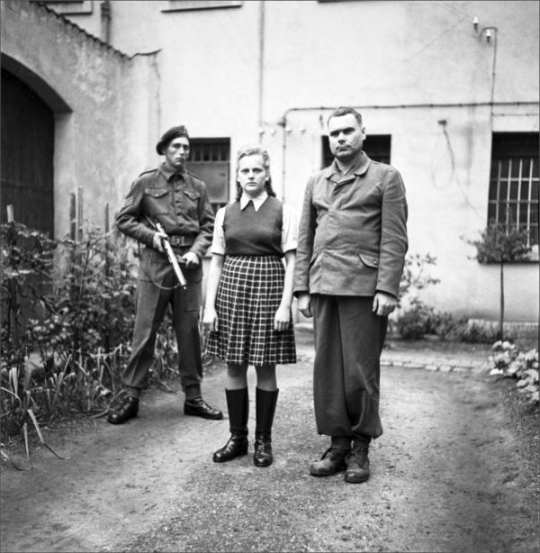 фото женский медосмотр в концлагере