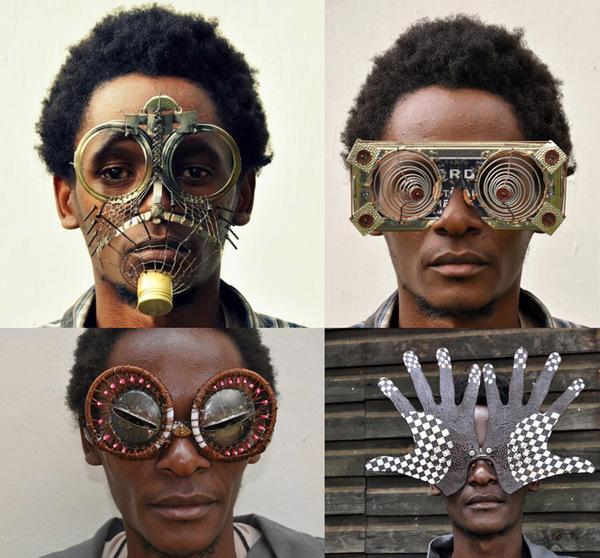 Элтон Джон отдыхает  авангардные очки от умельца из Африки 25a9f8d5560