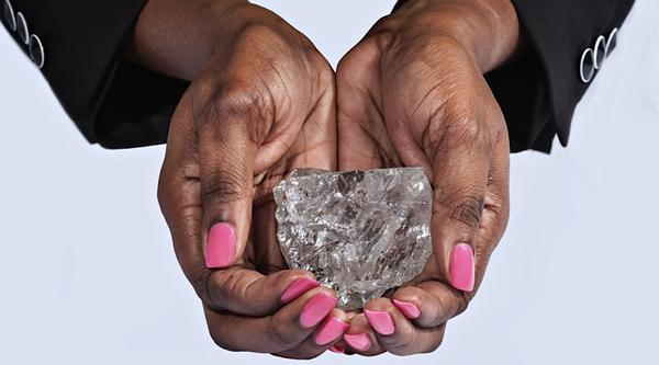 """Крупнейший алмаз в мире """"Наш свет"""" выставят на аукцион алмаз, бриллианты, Ботсвана, Сотбис, аукцион, наш свет, Lesedi la Rona, РБК"""