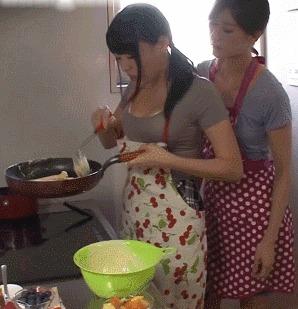 Когда подруга пригласила к себе домой приготовить что-нибудь вместе...