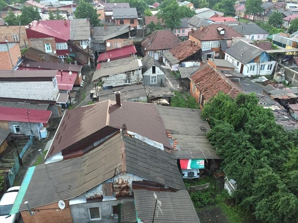 Во Владикавказе есть люди, которые не хвастаются своим богатством Фото, раритет, Владикавказ, трущобы, мерседес