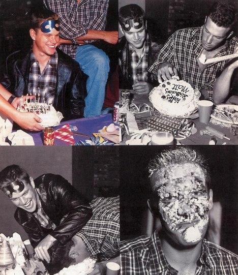 В Международный день друзей Бен Аффлек поделился забавным фото с подписью «Вот этот парень» Бен Аффлек, мэтт дэймон, День Рождения, фото