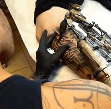 Татуировщик без руки Тату, Татуировщик, Франция, Лион, Рука, Гифка, Длиннопост