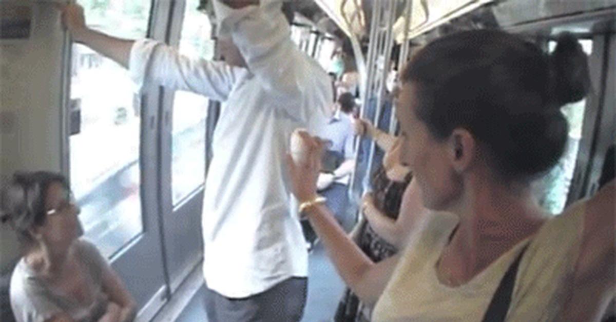 Как лапают женщин в афтобусе