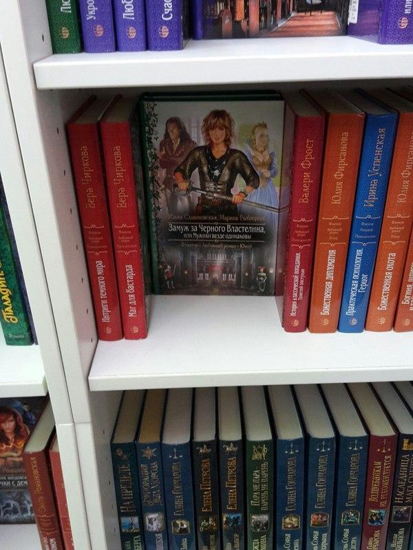 Случайно наткнулся в книжном магазине.