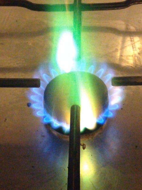 Если в газовой конфорке есть элементы из меди, дикий огонь идет к тебе прямо на кухню...