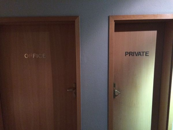 Обнаружил офис порностудии в одной из московских гостиниц.