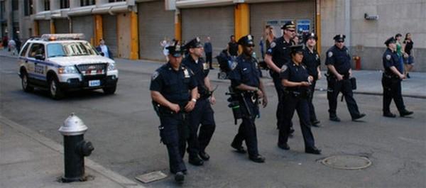 Негр ебет русских полицейских