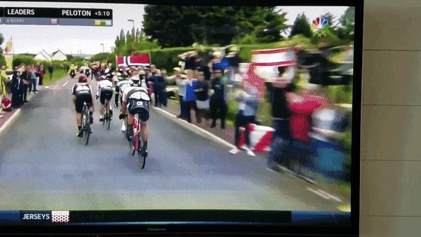 Велосипедисты сейчас проезжают...