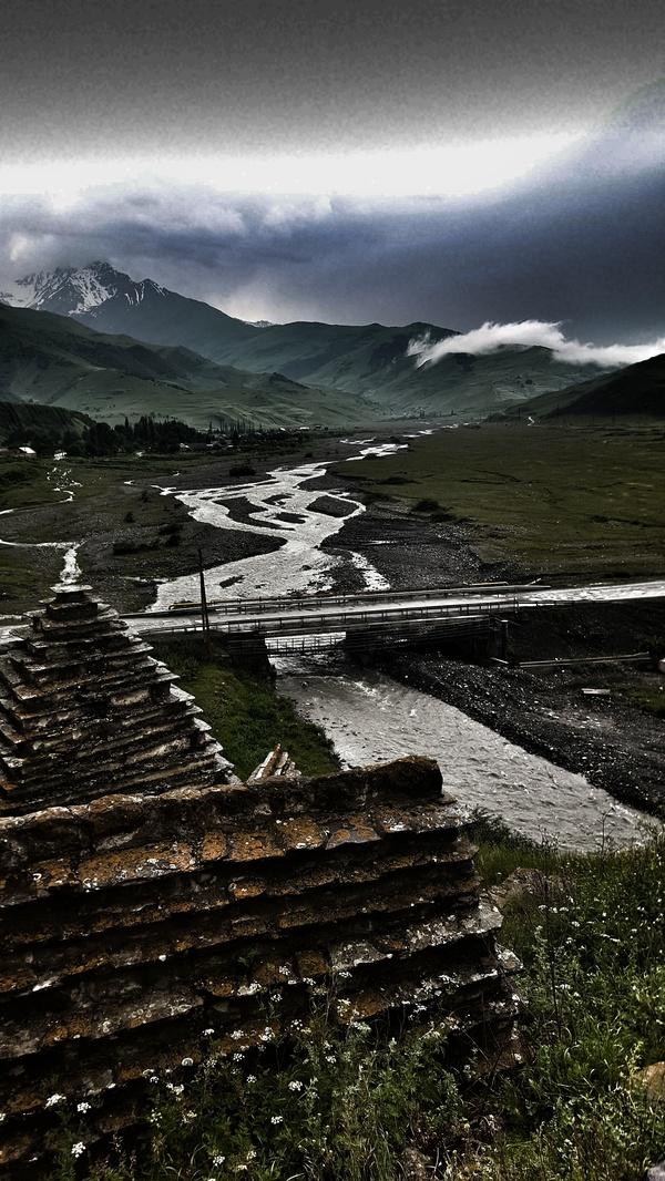 Вид с Города Мертвых в Даргавсе. Северная Осетия