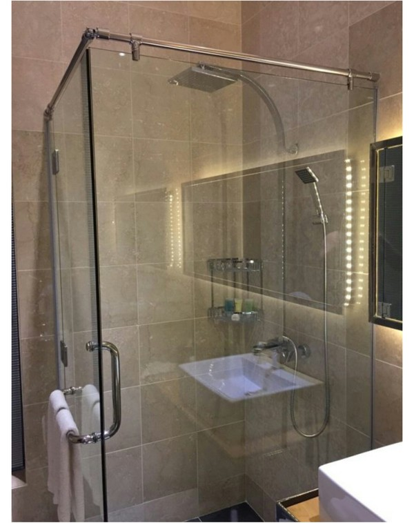 Мы поставили вам в душ раковину, чтобы вы могли умываться, пока моетесь.