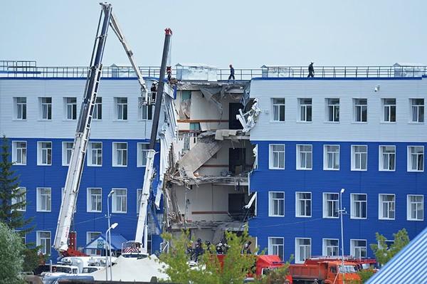 Все фигуранты дела об обрушении казармы в Омске вышли на свободу ВДВ, Омск, «Коммерсантъ»
