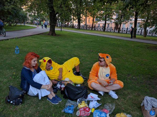 2 XXL покемона на китай-городе Пикачу, Pokemon GO, Москва китай-город, Чармандер
