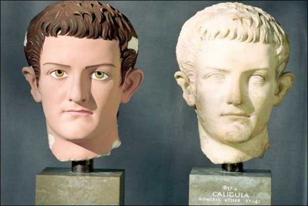 Древнегреческие статуи в цвете