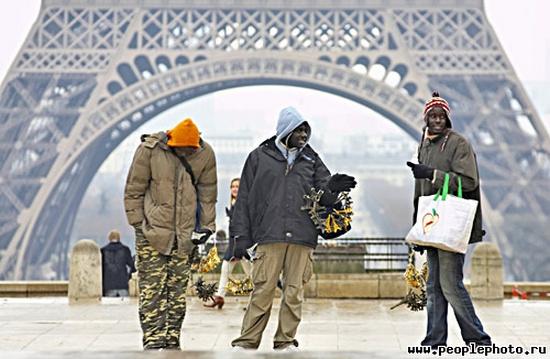 ...«выходцы из Азии или Африки нечасто встречаются в Париже» Убийство на улице морг, Эмигранты, Литература, Эдгар Алан по