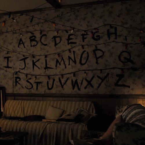 """Поклонникам сериала """"Очень странные дела"""" очень странные дела, сериалы, сайт, гифка, сообщения, лампочки"""