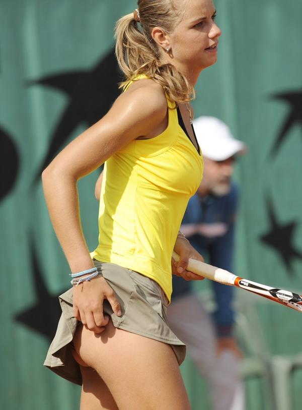 У Французской Теннисистки Оказалась Слишком Короткая Юбка