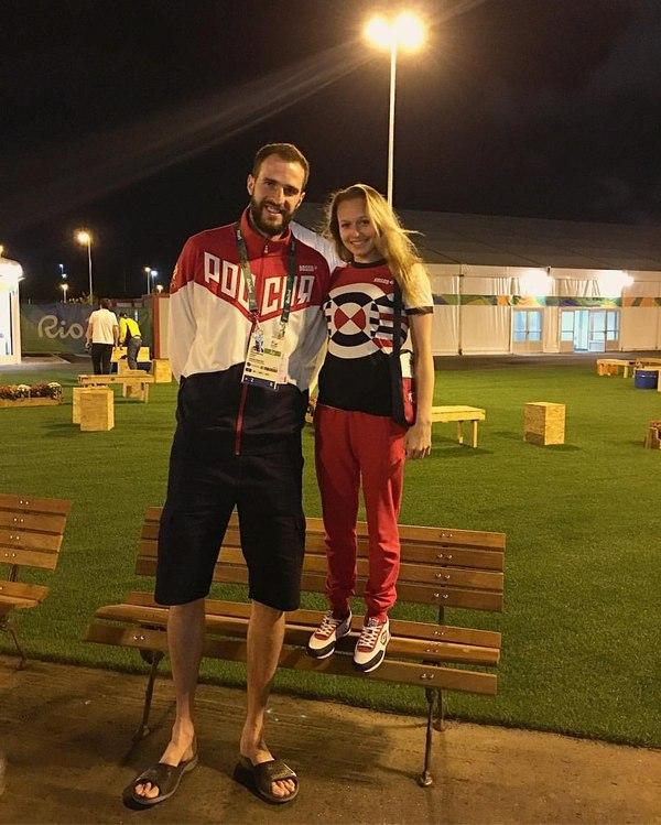 Волейболист Александр Волков и гимнастка Дарья Спиридонова волейбол, гимнастика, не мое, олимпиада, спортсмены