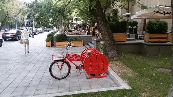 Велопарковка у кафе Аист на Большой Бронной, Москва Велоспорт, Велопрогулка