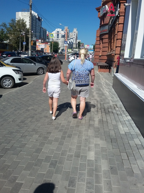 Женщина бодибилдер на улицах Барнаула