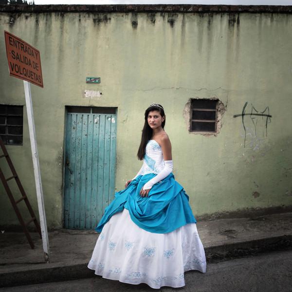 Ради праздника для дочки колумбийские родители готовы снять последние рубашки Праздники, Традиции, Фото, Девушки, Текст, Длиннопост
