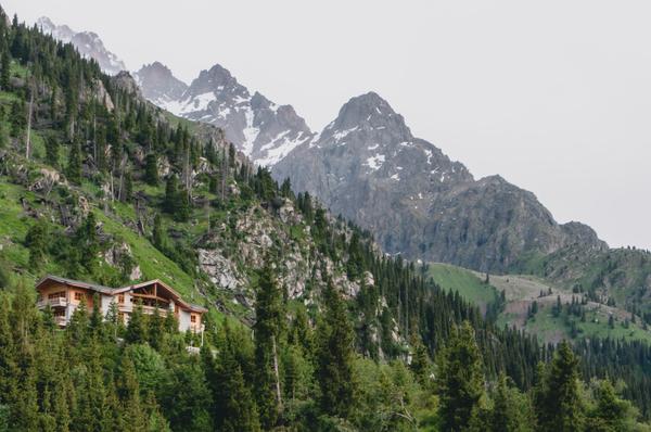 В горах Чимбулака Фото, Дом, Горы, Природа