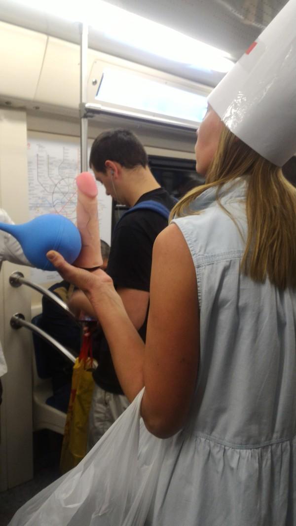 Юмористическая акция в московском метро сегодня утром