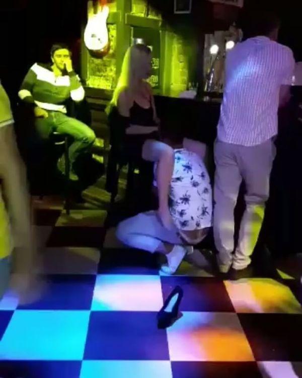 Парочка занялась оральным сексом на танцполе бара во Владивостоке Дальний Восток, Владивосток, Срамота, кунилингус, Кому-то надо валить из города