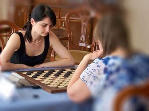 А не сыграть ли нам в шашки... Украина, Российское гражданство, Шашки, Политика