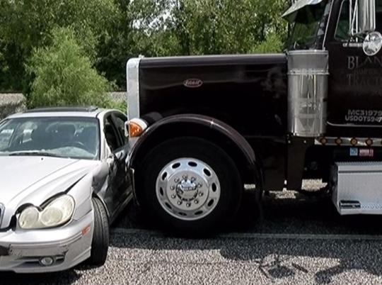 Водитель грузовика подумал что у него спустилось колесо. Но то, что он увидел... Новости, Tdu, Дальнобойщики, США, Peterbilt