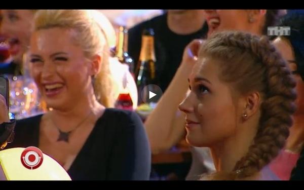 Кристина Асмус смотрит на выступление своего супруга Смешное, Не смешно, Кристина Асмус, Харламов, Comedy club