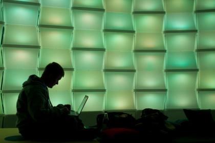 Взломавший серверы Демпартии США хакер опроверг связь с правительством России новость, хакер, политика, взлом, опровержение