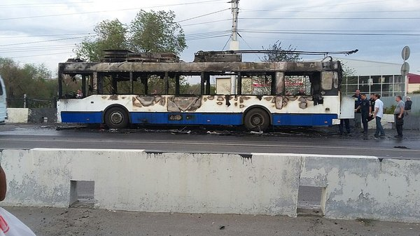 В Волгограде сгорел троллейбус Волгоград, Троллейбус, Сгорел, Пожар, Мчс, Длиннопост