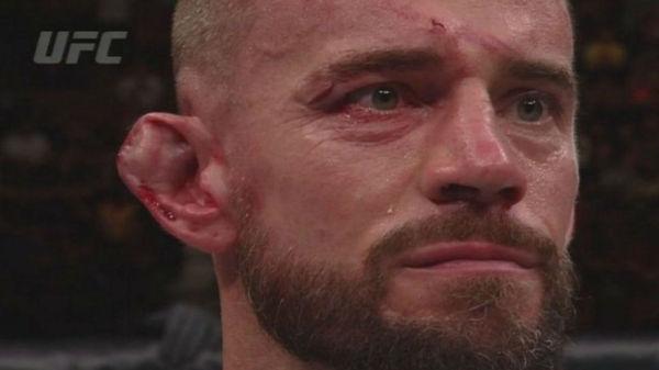 Известный рестлер CM PUNK попробовал свои силы в UFC WWE, UFC, CM PUNK, Бой, Уши