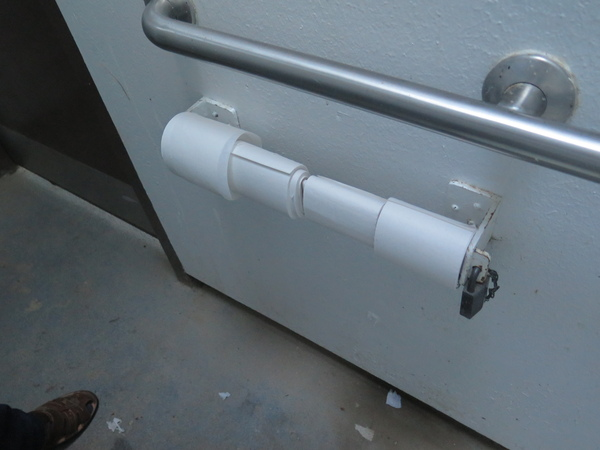 Чтобы не таскали туалетную бумагу Лига Инженеров, Туалетный юмор