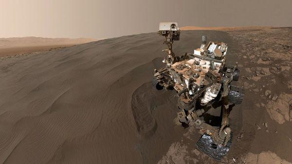 Curiosity пересекает неровный участок марсианской поверхности на плато Науклуфт космос, NASA, вселенная, исследование, астрономия, Curiosity, марс, Марсоход, длиннопост