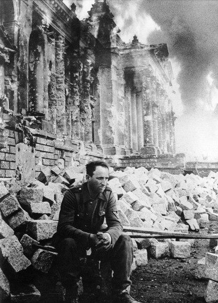 Комментарий порадовал Рейхстаг, Фото, Комментарии, Очерк, 1945