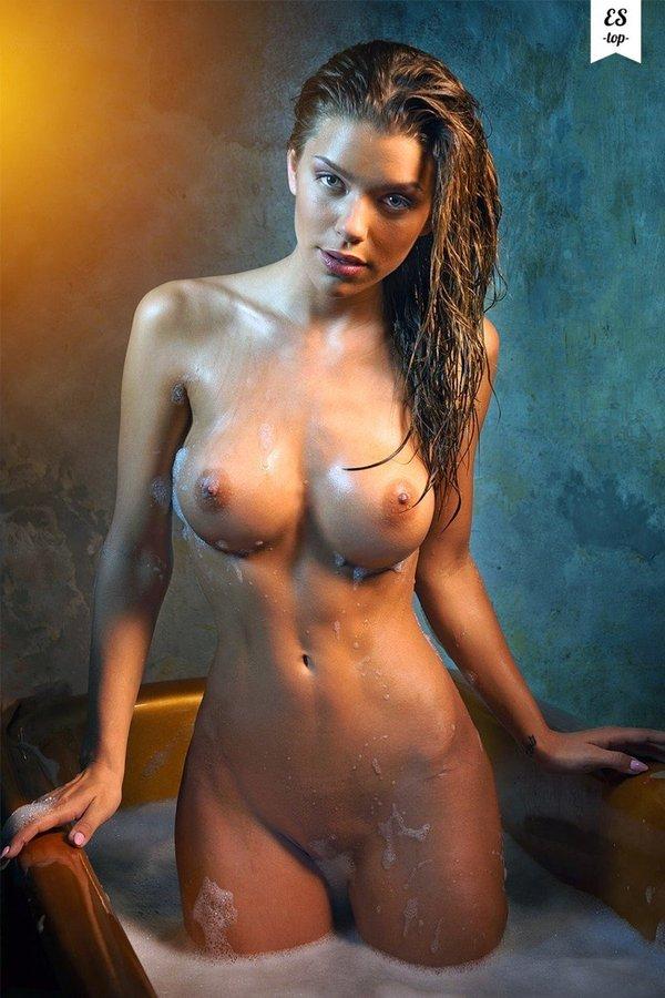 Фото голая девушка дня