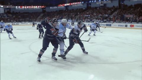 Терещенко выбивает стекло... Артюхиным! Хоккей, Силовой прием, Стекло, КХЛ, Сибирь, ММг, Гифка