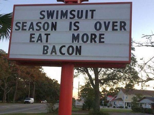 Сезон купальников закончен. Ешьте больше бекона.