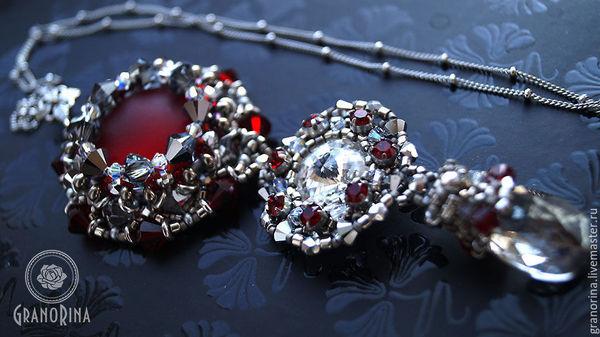 Кулон из бисера с кристаллами Сваровски Кулон из бисера, Украшение на шею, Кулон, Подарок девушке, Плетение бисера кулон