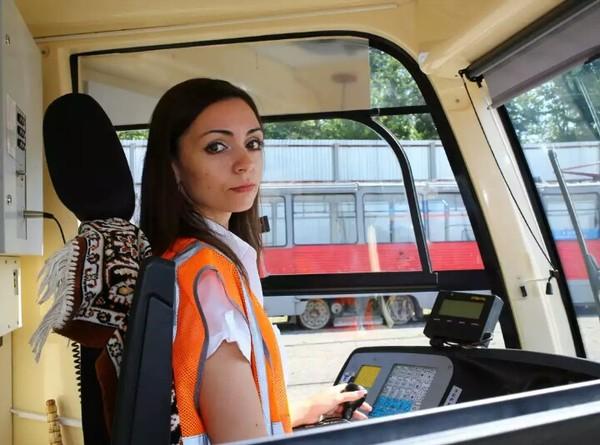 Девушки и обыденность (водители трамвая) девушки, обыденность, трамвай, длиннопост