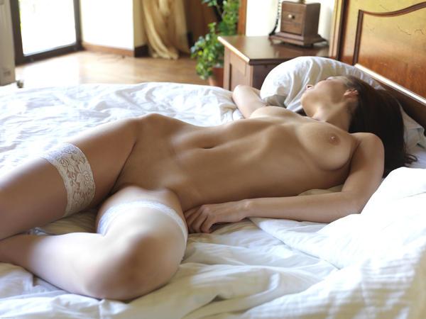 Девушка голая в постели фото 49288 фотография