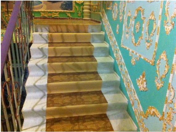 Киевский пенсионер превратил подъезд в Версаль киев, пенсионер, подъезд, парадное, версаль, эрмитаж, длиннопост