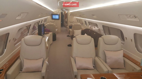 Самолёт Джеки Чана сел на дозаправку в аэропорту Магадана Джеки, Чан, Самолет, Фото