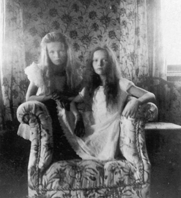 Ольга и Татьяна Романовы, 1905г.