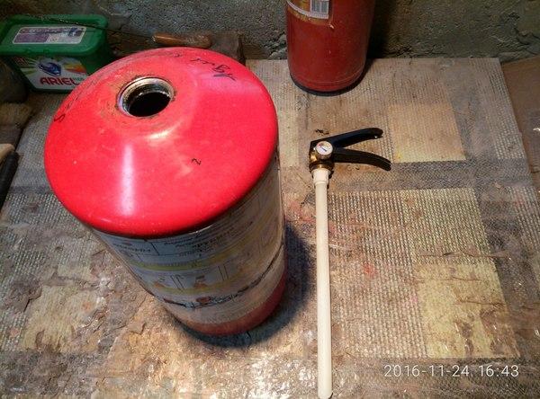 Огнетушитель порошковый, что там внутри, и как его перезарядить. Огнетушитель, Работа, Длиннопост